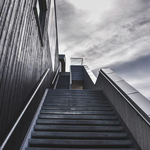 stairs-918735_1280